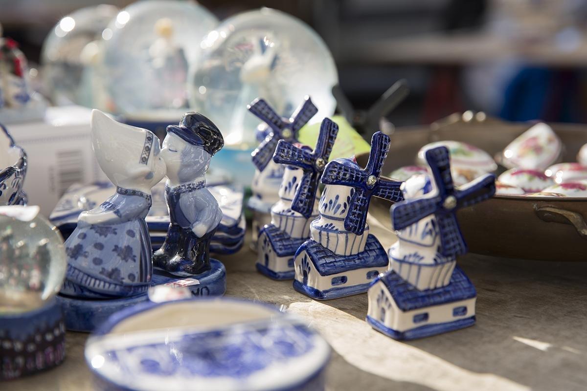 Delft Blue souvenirs in a Dutch market stall